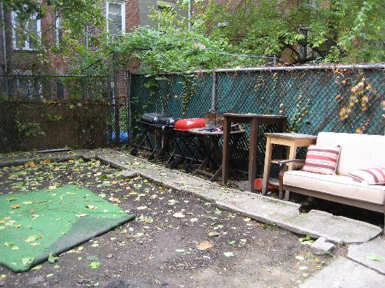 Harlem Bed and Breakfast: Back 'garden' from our bedroom