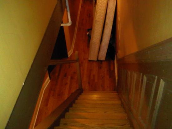 Harlem Bed and Breakfast: Stairs to bedroom