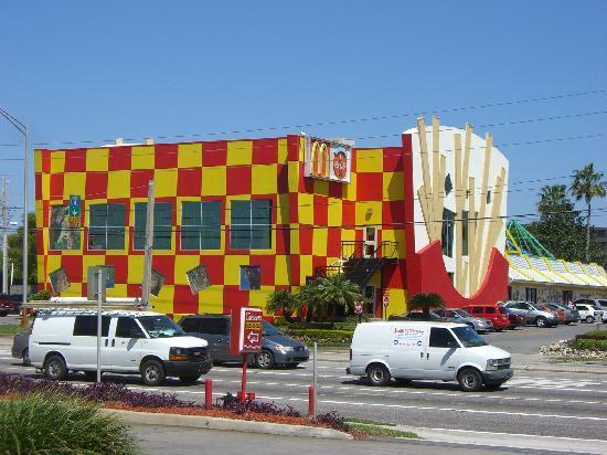 Clarion Inn Lake Buena Vista: Nahegelegener McDonalds