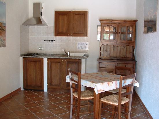 Menhirs albergo residenziale sardaigne san vero milis voir les tarifs et avis h tel - Cucine con arco ...