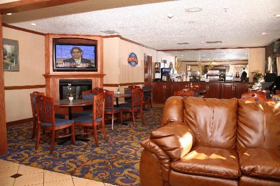 Baymont Inn & Suites Detroit/roseville: Lobby