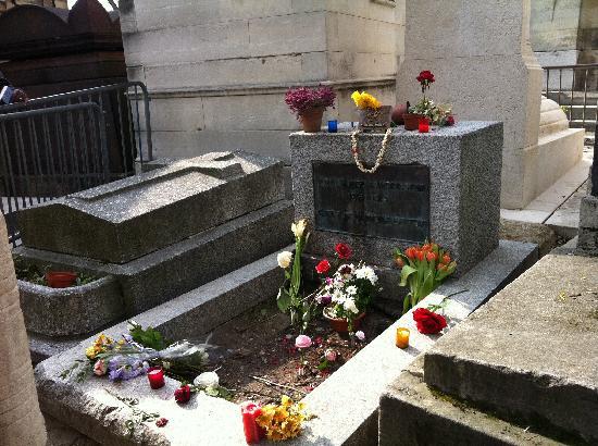 Tomba di jim morrison picture of pere lachaise cemetery - Cimetiere pere la chaise ...