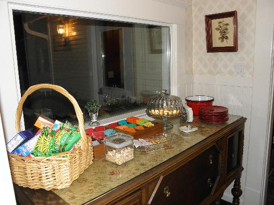 Inn at Blackberry Creek: Snack area provided anytime for guests