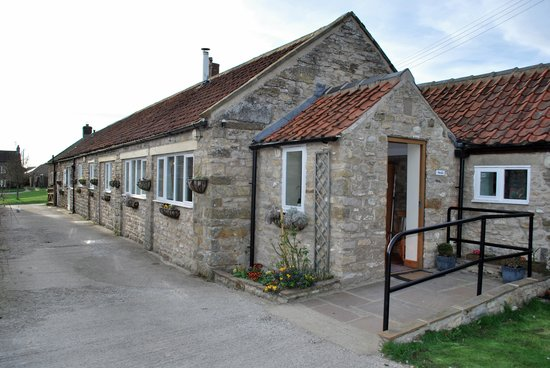 Let's Holiday - Mel House Cottages