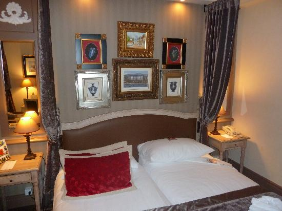 ‪هوتل رويال: Guest bedroom Manotel Royal‬