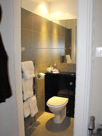 Ardmor House: In room bathroom