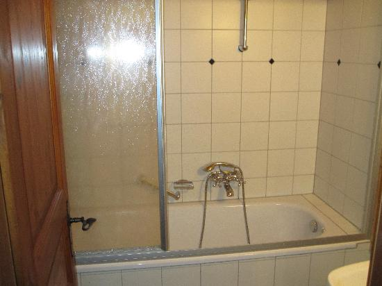 Hotel Schloss Thannegg: Bath room 301.