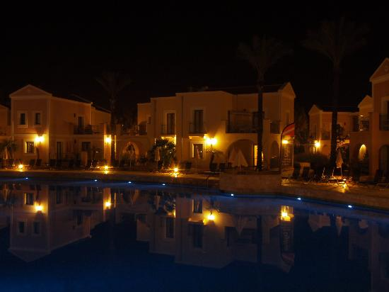 Aliathon Holiday Village: The large pool was rather gorgeous