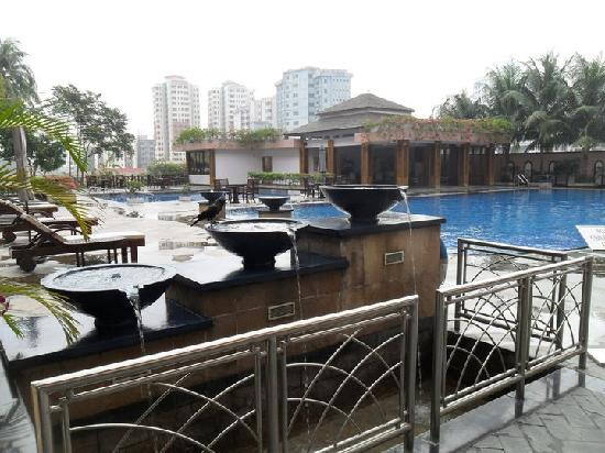 Nice Swimming Pools There Are 2 And Surrounds Picture Of Pan Pacific Sonargaon Dhaka Dhaka