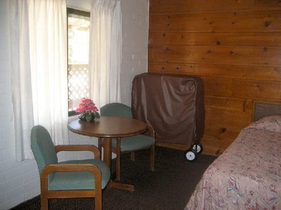 Miner's Motel: Room