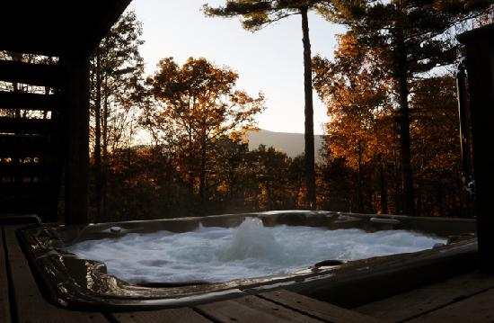 The Grouse House Bed and Breakfast : Huge private hot tub with view