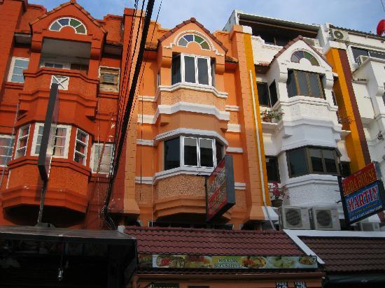 Karon Sunshine Guesthouse, Bar & Restaurant: Front of Karonsunshine