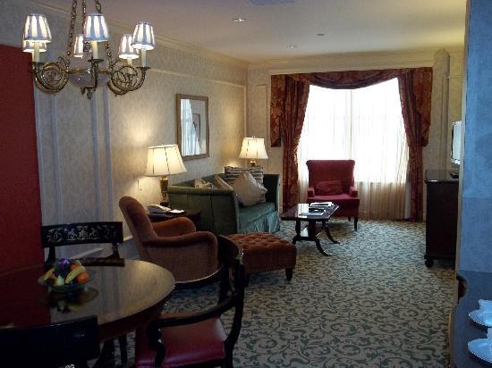 Willard InterContinental Washington : Executive Suite 744 sitting room
