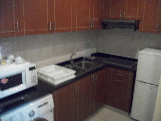 Winchester Hotel Apartments: Kitchenette