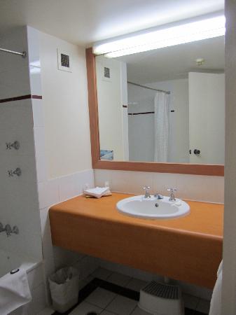 Paradise Resort Gold Coast: Resort Family Room bathroom