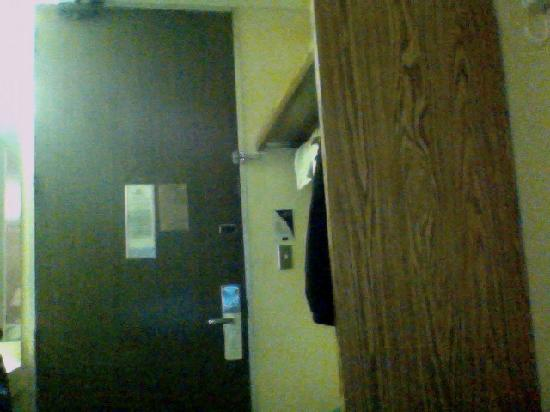 Americas Best Value Inn: Hotel room door