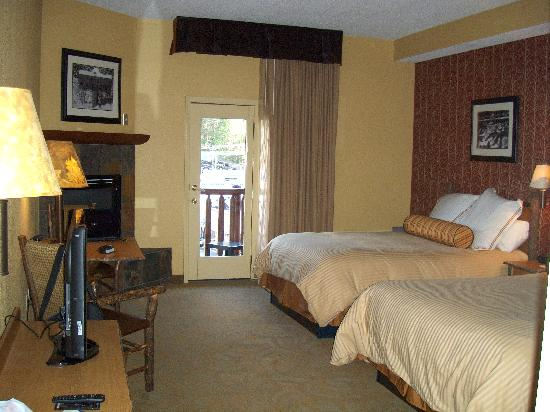 Bearskin Lodge on the River Hotel: Our room, comfortable and clean