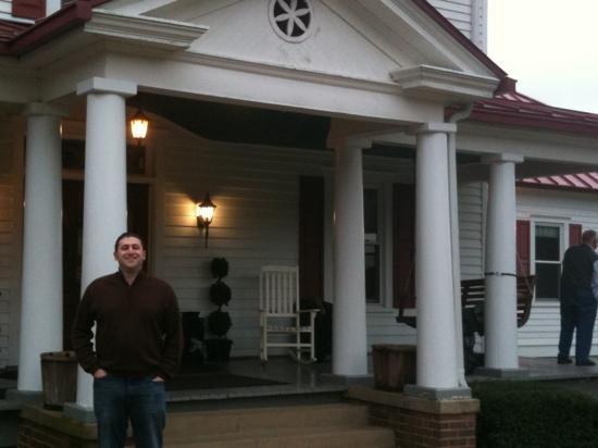 Home Place Restaurant: front porch