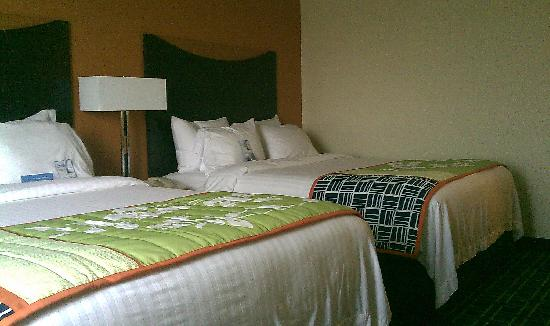 Fairfield Inn & Suites Jefferson City : Beds