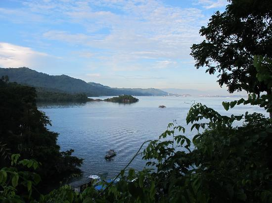 Lembeh Resort: View from cliff side room