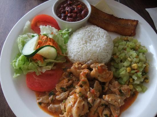 Tico y Rico Monteverde: Chicken Casados