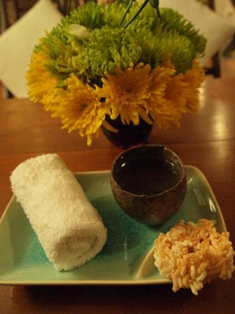 Frangipani Spa: Rice cookie and hot ginger tea after the massage