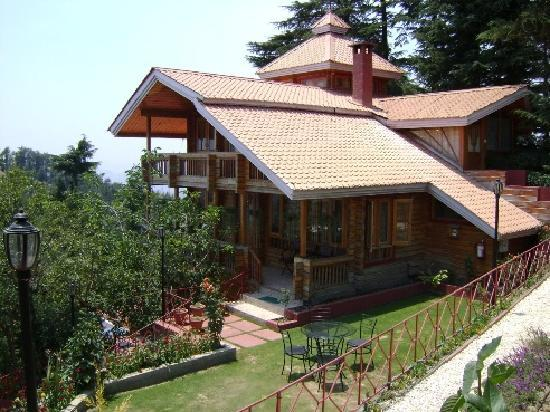 Naldehra, India: Chalet during the day