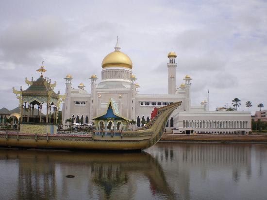 Brunei Darussalam: die groesste moschee Saifuddien des sultans