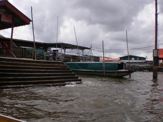 Brunei Darussalam: blick auf den Sungai Brunei und Kampong Ayer
