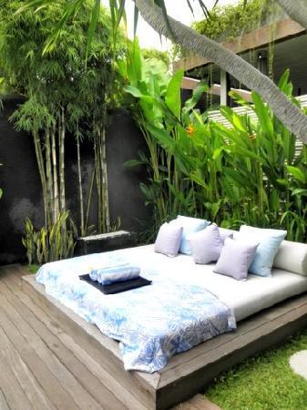 Kiss Bali: Spacious sunbed