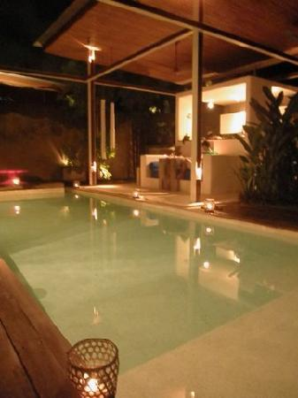 Kiss Bali: Romantic villa dinner