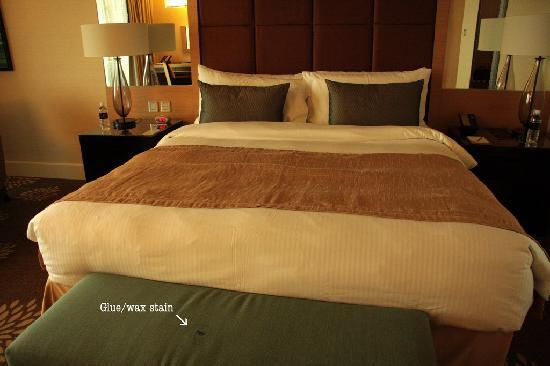 Marina Bay Sands: Stain in foot of bed bench