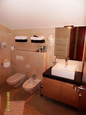 Hotel Sico: bathroom with shower
