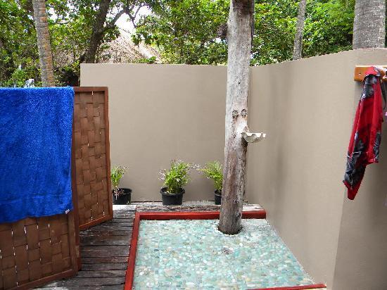 Yasawa Island Resort and Spa: outdoor shower