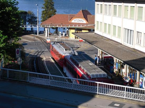 Hotel Rigi: vue depuis terrasse. train un peu bruyant