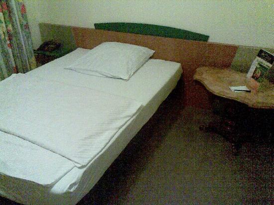 Hotel Königshof Am Funkturm: Bett im 2. Zimmer