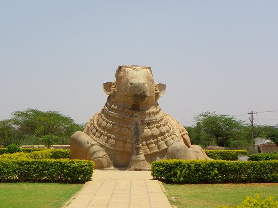 Anantapur, Indien: Nandi statue
