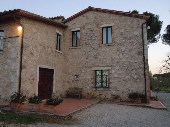 Villa Acquaviva: camere da fuori