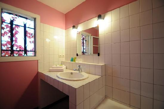 La Closerie des Vignes: Une salle de bain.
