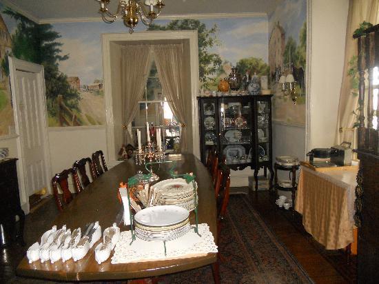 إيلك فورج بد آند بركفاست: dining room