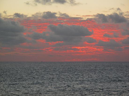 Casa Roca Caribe: A Caribbean sunrise