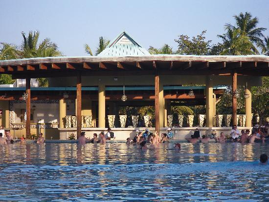 Dreams La Romana Resort & Spa: Pool bar