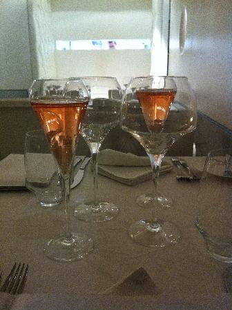 Alma-Henrique Sa Pessoa : Nice glasses
