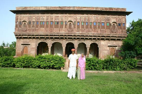Chandelao Garh: Praduman and his mother in front of the fort
