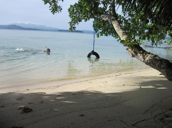 Charapoana Island, Salomonöarna: Hotel Front