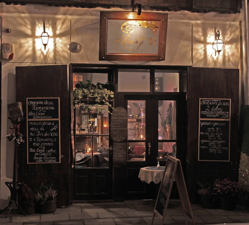 Klimaty Cafe: We change the outside decorations very often. The entrance is wide open on warm days!
