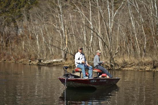 Lilleys' Landing Resort & Marina: Bass boats are available for half day, full day or 2 hours.