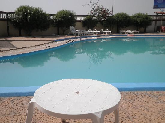 Hotel la Siesta: Dirty pool
