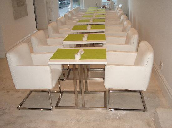 2Inn1  Kensington: Indoor dining area