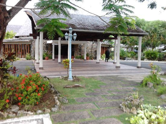 Mount Irvine Bay Hotel & Golf Club: Hotel's entrance